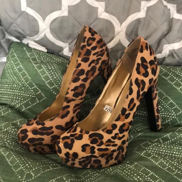 Mossimo black/tan leopard print heel